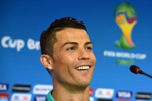 C. Ronaldo atiteko trys praėjusio sezono Ispanijos futbolo elito prizai