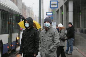 Dėl didelio užterštumo specialistai pataria į lauką eiti su medicinine kauke