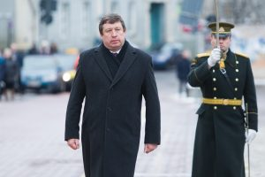Ministras R. Karoblis kurs agentūrą rūpintis kariniais pirkimais