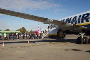 Naujovė skrendantiems su persėdimu: draudimas atlygins už vėluojančius reisus