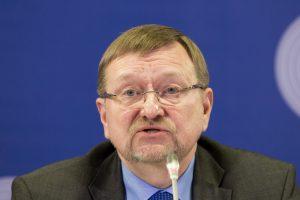 J. Bernatonis: negalima diskriminuoti žmonių dėl partiškumo