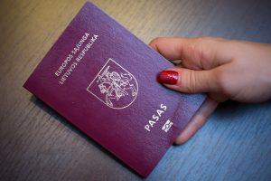 Nelietuvišką pavardę vėl liepė įrašyti pagrindiniame paso puslapyje