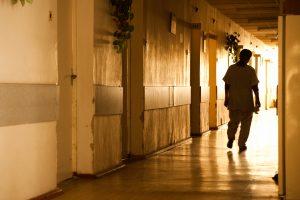 Stotelėje Vilniuje partrenktos moteris ir mergaitė – reanimacijoje