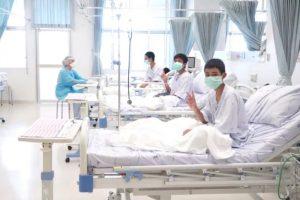 Tailande iš urvo išgelbėti vaikai ketvirtadienį bus išrašyti iš ligoninės