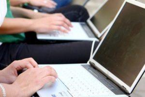 12 viešųjų ryšių agentūrų įsipareigojo nekomentuoti internete anonimiškai