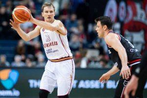 Krepšininkas V. Kariniauskas pasirašė sutartį su Graikijos klubu