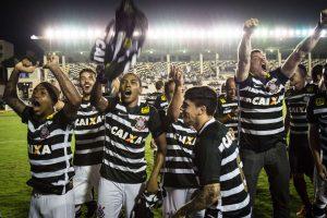 """""""Corinthians"""" ekipa užsitikrino šeštąjį Brazilijos futbolo čempionų titulą"""
