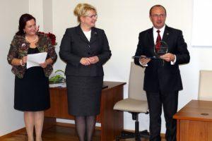 Ministrė apdovanojo geriausiai moterų ir vyrų lygybės siekiančias savivaldybes