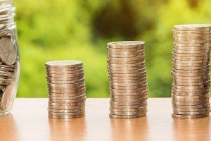 Pernai lietuviai skolinosi mažiau, bet dėl valstybės skolos džiaugsmo nėra