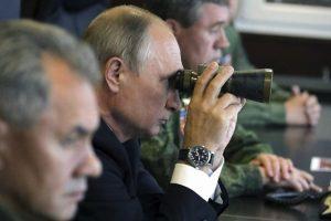 """V. Putinas stebėjo karines pratybas """"Zapad 2017"""""""