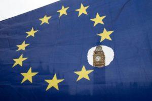"""JK prieš naują """"Brexit"""" derybų ratą pakoregavo pasiūlymą dėl piliečių teisių"""