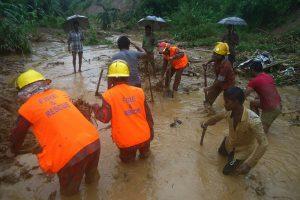 Bangladeše per smarkias liūtis kilus nuošliaužoms žuvo mažiausiai 111 žmonių