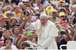 Popiežius atsisako prisidėti prie karo nusikaltimų teismo steigimo
