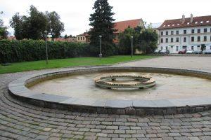 Rudens ženklai vis ryškesni: Kaune nebečiurlena fontanai