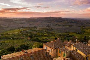 Tuštėjantis Italijos miestelis naujus gyventojus vilioja pinigais