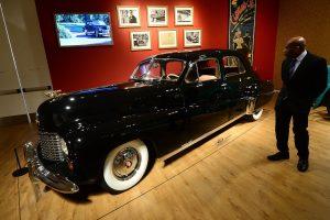 """Parduodamas karūnos atsisakiusio britų karaliaus """"Cadillac"""""""