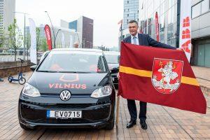 Prasidėjo elektromobilių varžybos: kas greičiausiai nuvažiuos iš Vilniaus į Palangą?