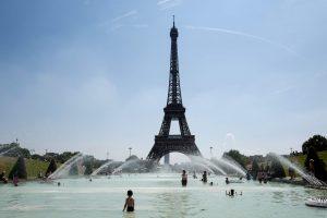 Streikas tęsiasi: dėl ilgų eilių Eiffelio bokštas antrą dieną nepriima lankytojų