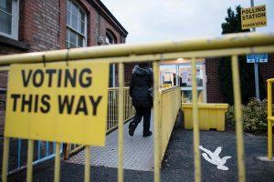 Airija renka parlamentą, visuomenei pavargus nuo griežto taupymo