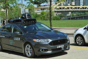 """Pitsburge pradeda važinėti """"Uber"""" automobiliai be vairuotojo"""