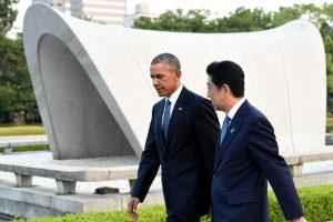 B. Obama su istoriniu vizitu atvyko į Hirošimą