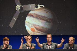 """""""Juno"""" siunčiamų signalų klausosi 79-erių NASA darbuotoja"""