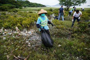 Honkongo paplūdimius pasiekė rekordinis kiekis šiukšlių
