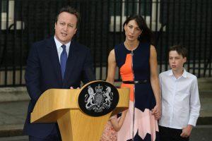 Elizabeth II priėmė D. Camerono atsistatydinimą ir patvirtino naują premjerę