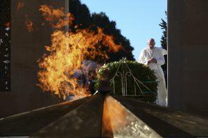 Popiežius Azerbaidžane ragina siekti stabilios taikos