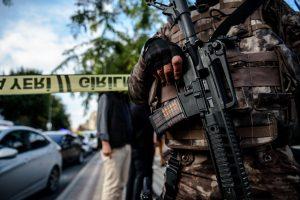 Dėl sprogimo prie policijos nuovados Stambule sulaikyti įtariamieji