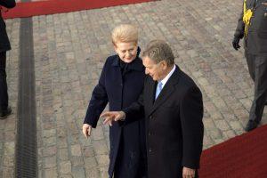 Suomijos prezidentas: Europa turi išlaikyti sankcijas Rusijai