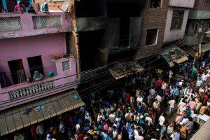 Indijoje per gaisrą siuvimo fabrike žuvo 13 žmonių