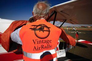 Etiopijoje sulaikyti senovinių lėktuvų ralio dalyviai tęsia kelionę