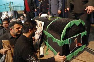 Į Irano eksprezidento laidotuves susirinko dešimtys tūkstančių žmonių
