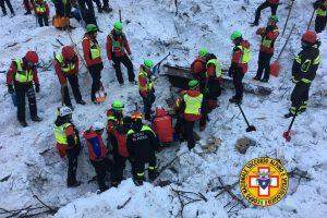 Po sniego griūties Italijos kalnų viešbutyje rasti dar šešių žmonių palaikai