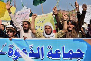 Pakistane sulaikius Mumbajaus atakų įtariamąjį planuojami protestai