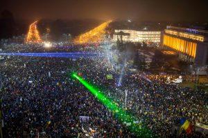 Rumunijoje apie pusę milijono žmonių vėl protestavo prieš vyriausybę