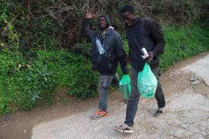 Šimtai migrantų šturmavo Ispanijos sieną Seutoje