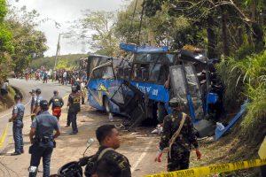 Filipinuose autobusui įsirėžus į stulpą žuvo mažiausiai 14 žmonių