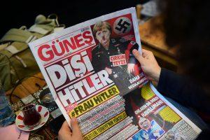 """Turkijos dienraštis A. Merkel pristatė kaip """"Frau Hitler"""""""