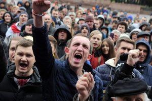 Baltarusių opozicijos lyderis už dalyvavimą protestuose gavo 15 parų arešto