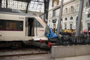 Traukinio avarija Barselonoje: sužeisti mažiausiai 48 žmonės