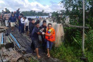 Indonezijoje apvirtus keltui žuvo mažiausiai aštuoni žmonės