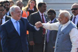 Indijoje vyksta pirmasis per 15 metų Izraelio premjero vizitas