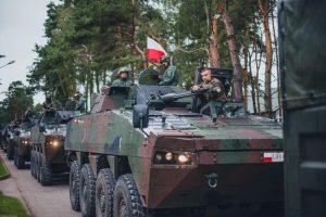 Lenkijos kariai į pratybas atvyko su karine technika