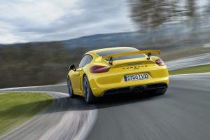 """""""Porsche"""" premjera – sportinių modelių etalonas """"Cayman GT4"""""""
