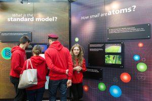Unikalios CERN parodos gidė: lankytojus ypač domina ateiviai