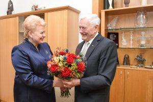 D. Grybauskaitė pasveikino V. Adamkų su jubiliejumi