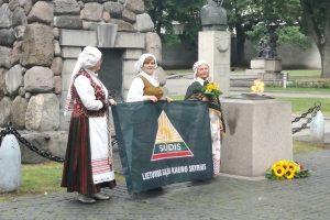 Kauniečiai Juodojo kaspino dieną giedojo Lietuvos ir Ukrainos himnus