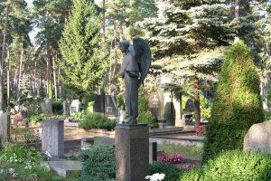 Policija neranda vagių, iš Karmėlavos kapinių pagrobusių brangią skulptūrą
